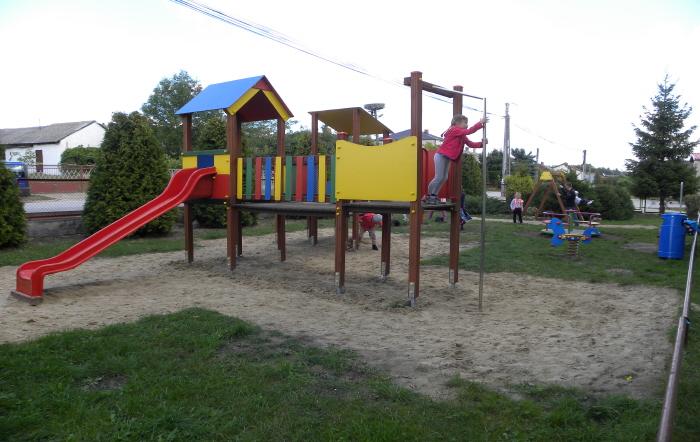 Plac zabaw w Domasznie