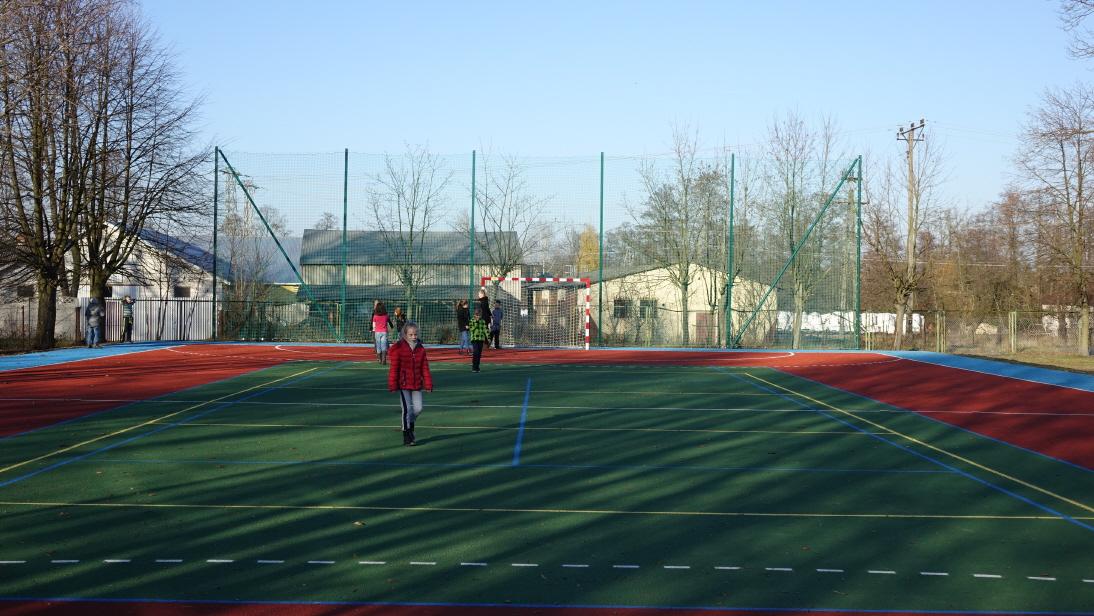 Przebudowa boiska szkolnego w Radzicach Dużych